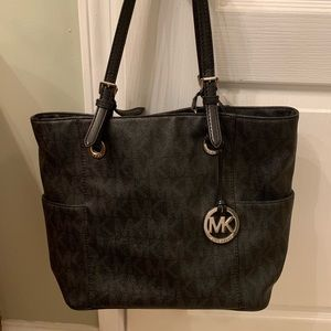Black michael kors purse!